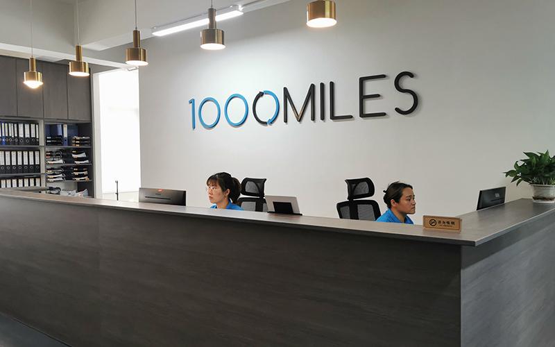 一踏入我们的公司大楼,我们的行政管理员会非常乐意的为您提供帮助。