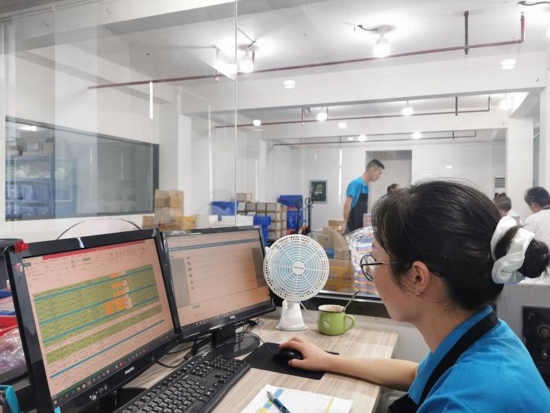 我们的生产经理确保我们紧跟产品生产时间分配,并按时完成客户订单。 <br><br>